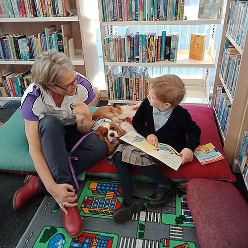 Participants of the Paws 'n'Tales program at Bowral Library, photo courtesy of Wingecarribee Shire Council.