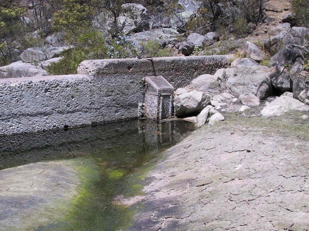 Tantawanglo Creek Weir (from upstream) November 2002